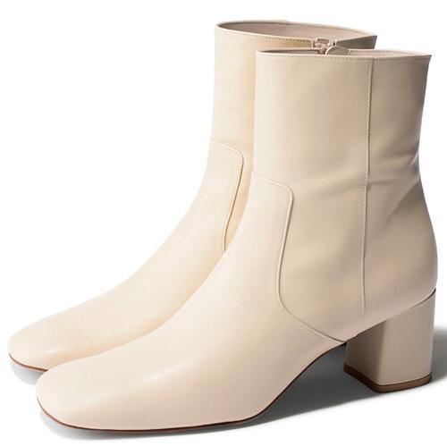 エレガントさを加味する『ショート丈』ブーツ