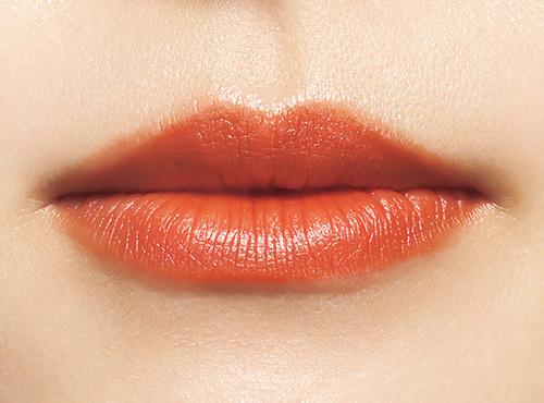 女っぽさとおしゃれ感を両立させるならオレンジリップ
