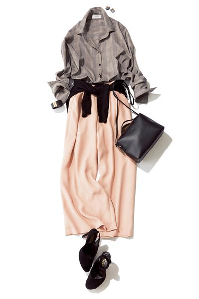ピンクのワイドパンツ×グレーチェックシャツ