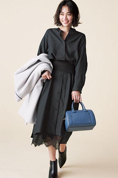 黒ドレス風レイヤードスタイル×黒の幅広ベルト