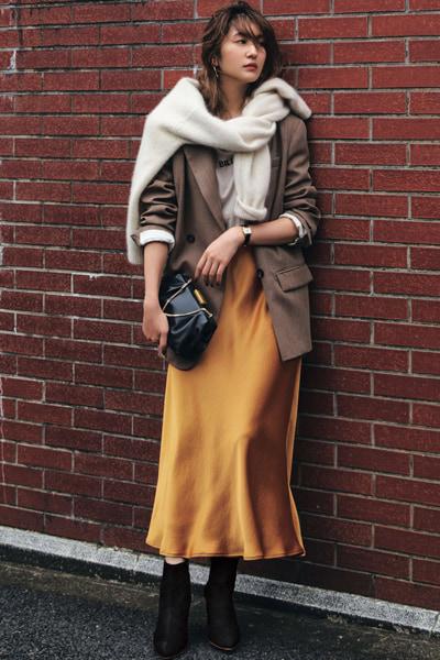 キャメルオレンジのスカート