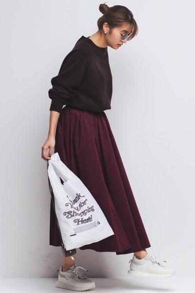 バーガンディのスカート