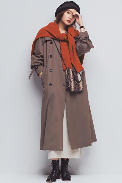 黒ベレー帽×ブラウントレンチコート