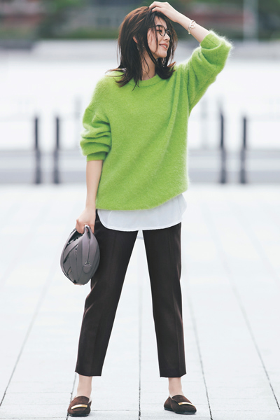 【11/1のコーデ】きれい色ニットは大人な着こなしで