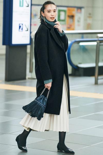 【11/18のコーデ】どんなスタイルにもはまる黒チェスターコートは仕事服にもぴったり!
