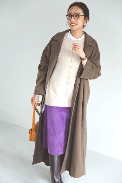 茶色ブーツ×パープルタイトスカート×ベージュニット