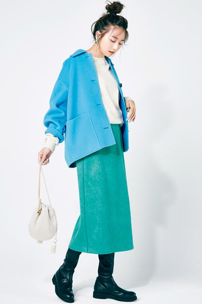 ブルーショートコート×グリーンのタイトスカート