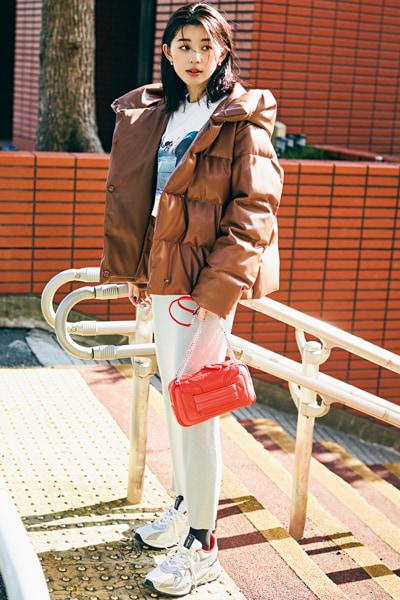 【1/11のコーデ】ニットタイトはハイテクスニーカーとのセットが今っぽい!