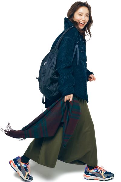 【1/17のコーデ】アスレジャーな着こなしをフレアスカートで女っぷりよく!