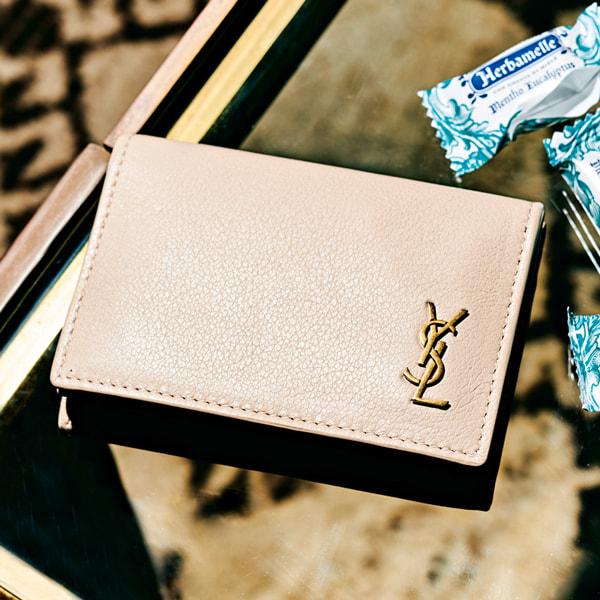 サンローランのロゴがアクセントの財布