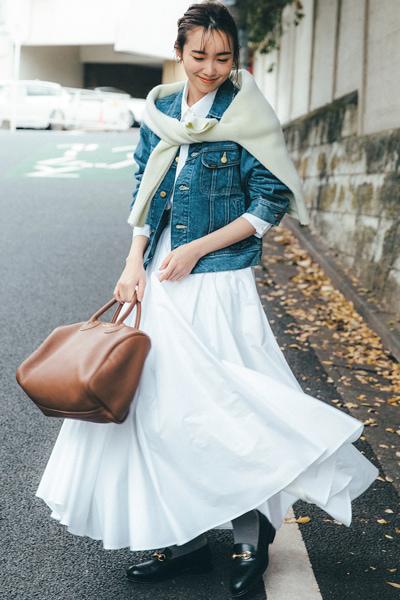 【2/14のコーデ】バレンタイン♡ ミモレ丈白フレアスカートで爽やかに華やぐ