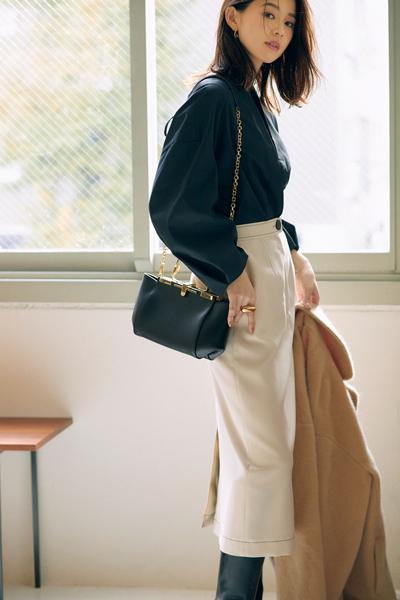 【2/15のコーデ】バルーン袖ブラウスは、黒を選べば凛々しく映える!