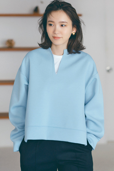 【3/8のコーデ】春っぽい爽やかブルーのスウェットを着こなしの主役に