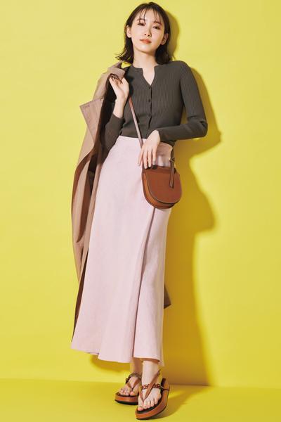 ブラウンカーディガン×ピンクスカート