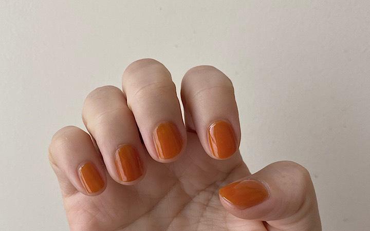 みずみずしいオレンジネイル