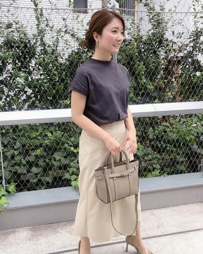 ブラウンTシャツ×エコスウェードスカート