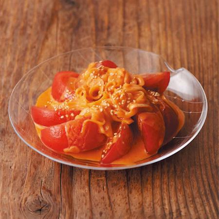 暑い夏にぴったり!【冷やしトマトのピリ辛ヨーグルトだれ】