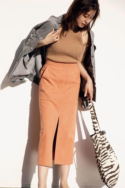 【6/7のコーデ】発色の美しい美シルエットスカートで洗練カジュアルを狙って