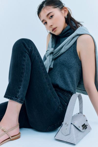 【5/23のコーデ】濃淡グラデで着る「スミ黒デニム」が今アツい!