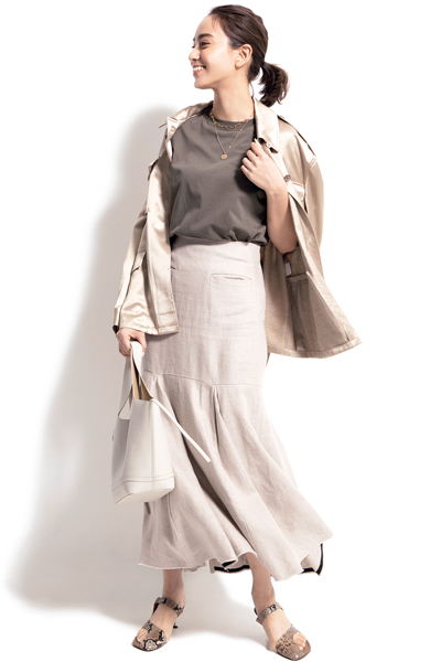 ベージュスカート×ベージュシャツジャケットのカジュアルコーデ