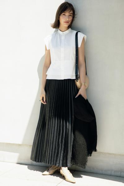 黒スカート×白ブラウス