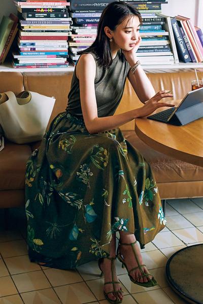 【6/27のコーデ】旬のボタニカルプリントスカートで、大人のカフェタイム♡