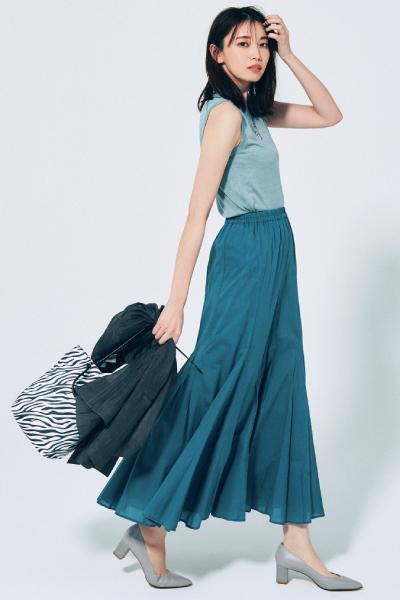 くすみブルーのマキシスカート×ライトブルーニット