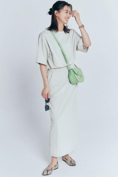 白ロングタイトスカート×白トップス