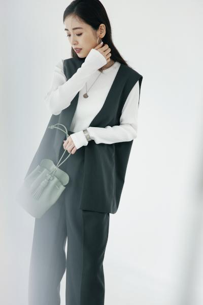 【10/21のコーデ】身長問わず好バランスに決まるミドル丈ジレ♡ 着こなすコツは…
