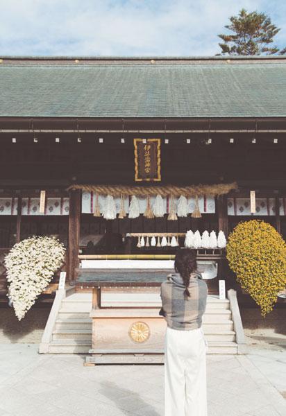 【1/2のコーデ】晴れやかな初詣へは、優しげミルキー配色で!