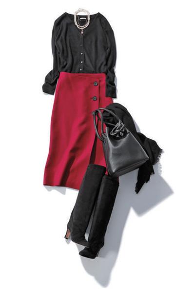 【1/22のコーデ】赤いスカートが主役! ほかを黒でまとめてクラシックな雰囲気に