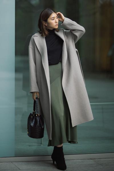 【12/3のコーデ】女らしさが欲しい日は艶スカートで品の良さを引き立てて