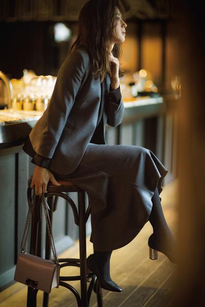 【12/6のコーデ】会食なら… ボトム選びを工夫してスーツでドレスアップを叶えて