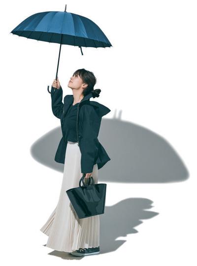 【2/23のコーデ】マウンテンパーカは揺れ感あるプリーツスカートで女らしく華やげて