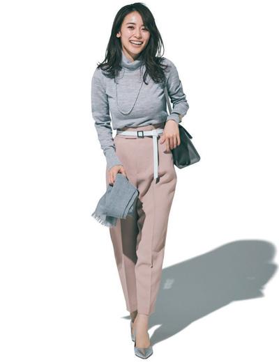 【2/26のコーデ】くすみカラー合わせにクリーンな白をベルトで差して、いい女配色の完成!