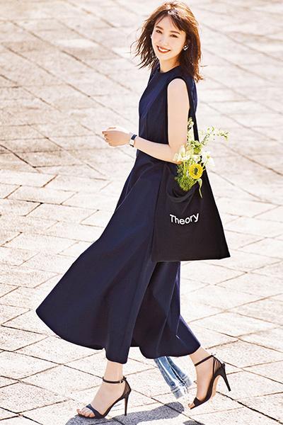シンプルなワンピースとバッグで叶えるきれいめスタイル【4/18のコーデ】