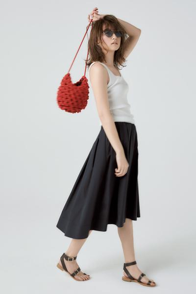 【7/3のコーデ】ミニマルなタンクトップにはドレスライクな黒スカートを♡