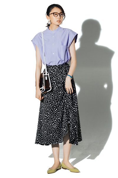 【7/7のコーデ】柄合わせでも、なんなくまとまる! 黒ベースのドット柄スカート