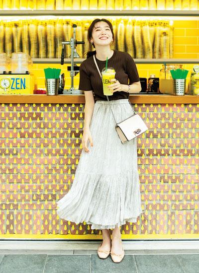 【7/28のコーデ】ショッピングの日は歩くたび揺れるプリーツスカートで♪