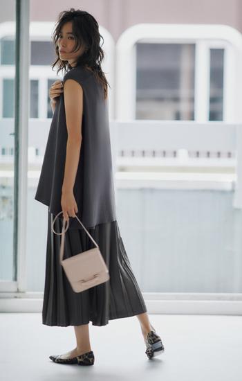 【9/21のコーデ】色を抑えたプリーツスカートをゆったり粋に着こなして