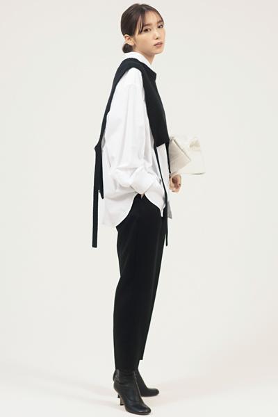 【10/6のコーデ】ストイックな黒パンツを軸に、攻めたデザインに挑戦