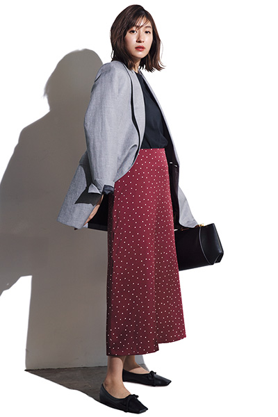 【3/5のコーデ】今季注目サテン調ナローフレアスカートで華やかジャケットコーデ