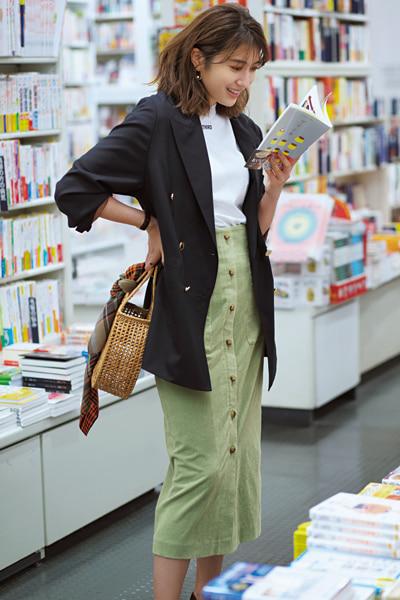 【3/21のコーデ】タイトスカートにはジャケットをバサッと羽織ってメリハリを