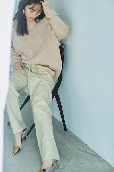 【4/2のコーデ】座り仕事の日はリラックス感とおしゃれを叶えるパンツスタイルで!