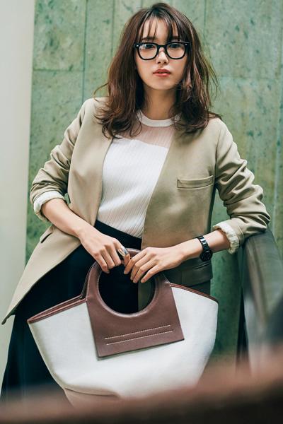 【4/25のコーデ】デコルテの透け感が大人っぽいジャケットスタイル