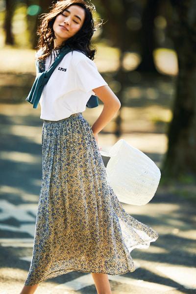 【5/20のコーデ】小花柄スカートはウィットが効いたスタイリングで