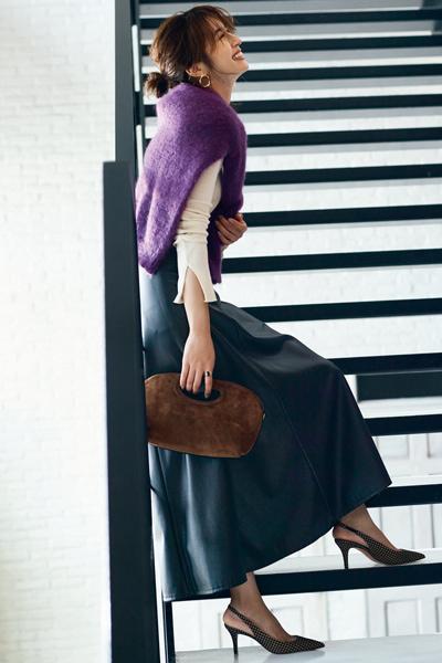 【9/22のコーデ】今どき大人フェミニンはエコレザーフレアスカートで