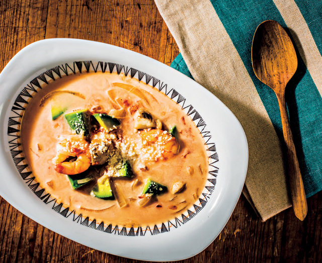 エビとアボカドのトマトクリームスープ