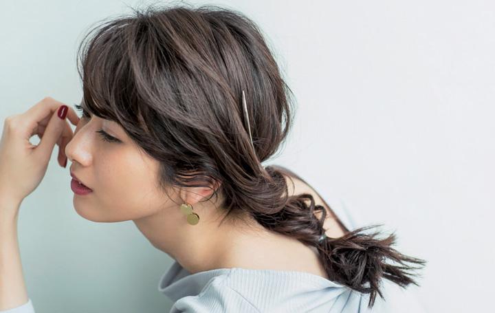 ゴム×ヘアアクセでできるフェミニンなまとめ髪アレンジ