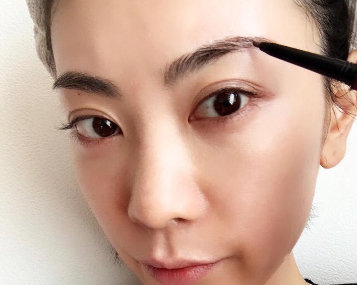 眉毛は眉尻から眉頭に向かって描く